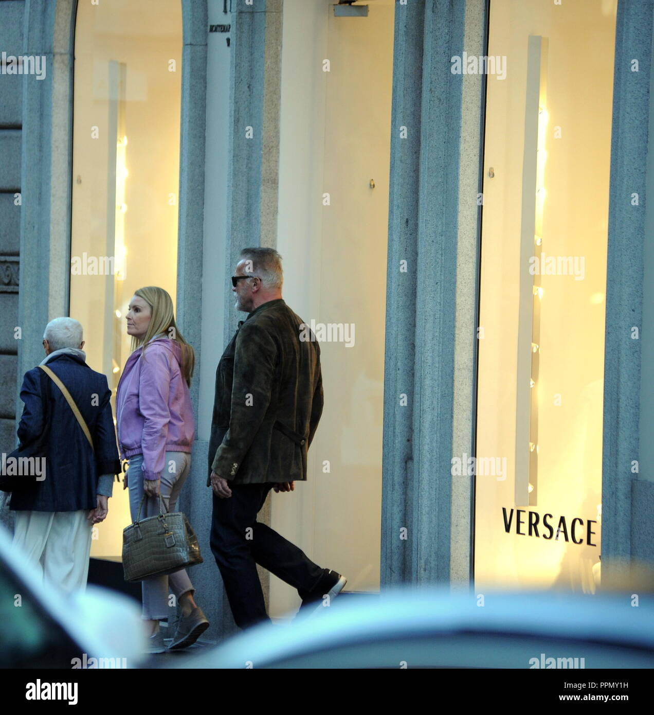 Milan, Italy. 26th September 2018. Milan, Arnold Schwarzenegger and Heather Milligan shopping in the center Arnold Schwarzenegger, visibly tired and with a long beard, was operated urgently with a heart surgery opened 6 months ago. Today he arrived in town together with his girlfriend Heather Milligan, and together with two bodyguards he allowed himself a few hours of shopping in the center, in via Montenapoleone. Credit: Independent Photo Agency Srl/Alamy Live News Stock Photo