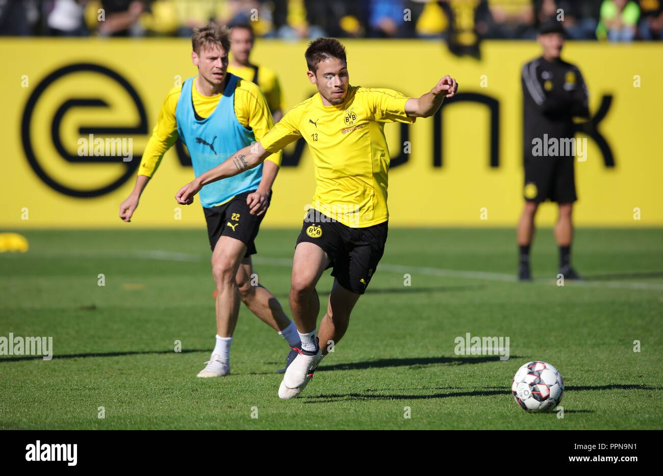 firo: 27.09.2018, football, 1.Bundesliga, season 2018/2019, BVB, Borussia Dortmund, training, GUERREIRO | usage worldwide - Stock Image
