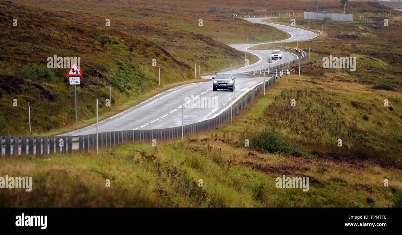 CARS TRAVELLING ON THE A835 NEAR ULLAPOOL SCOTLAND RE BENDS IN ROAD THE HIGHLANDS DRIVING REMOTE LOCATIONS WET ROADS SCOTTISH UK - Stock Image