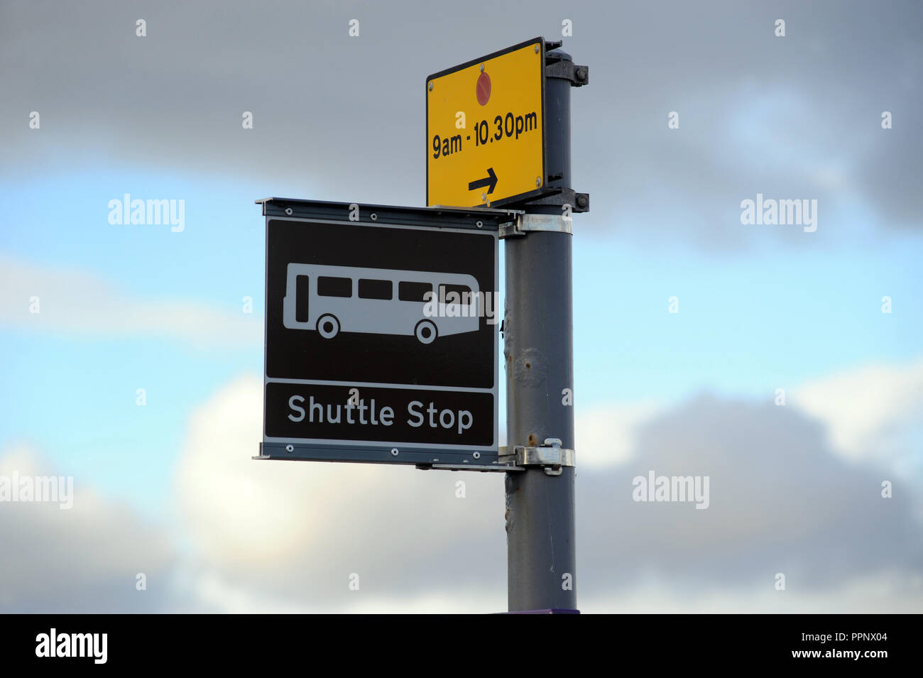 SHUTTLE STOP BUS SIGN WITH PARKING SIGN UK Stock Photo