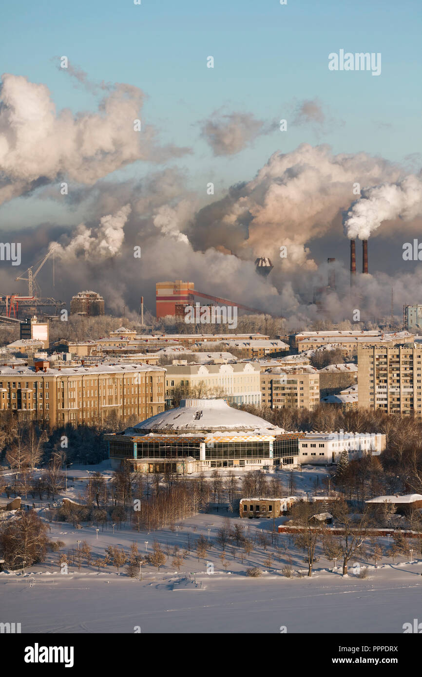 Poor environment in the city. Environmental disaster. Harmful emissions into the environment. Smoke and smog. Pollution of the atmosphere by plants. E Stock Photo