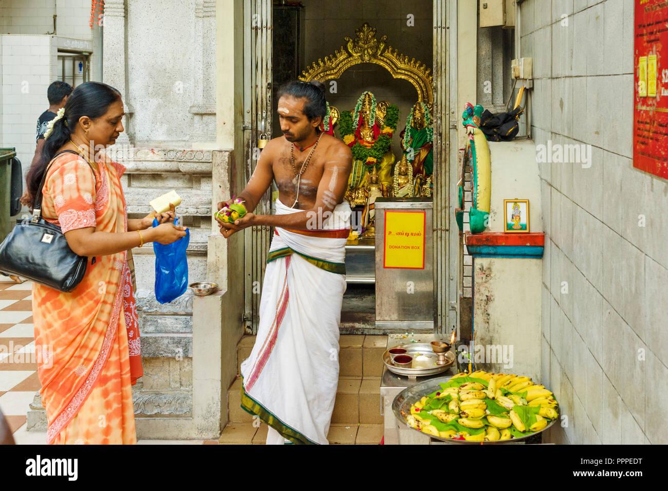 Singapore, brahman priest in the Sri Veeramakaliamman Temple - Stock Image