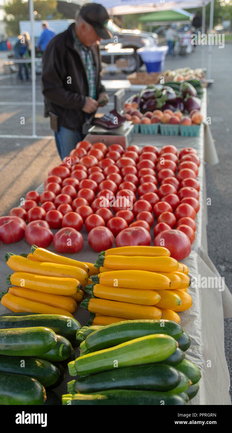 Davenport, Iowa - The Buck Creek Produce stand at the Freight House Farmers Market. - Stock Image