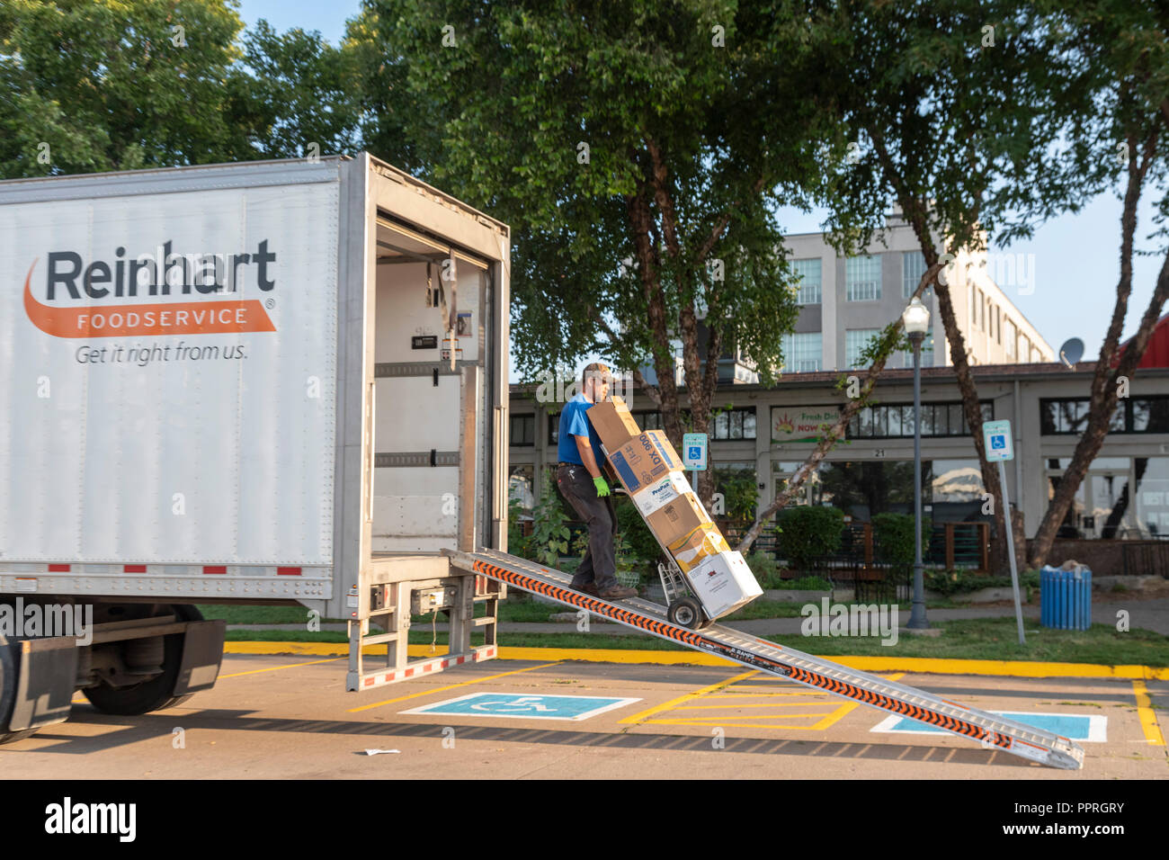 Davenport, Iowa - A worker for Reinhart Foodservice delivers food to a restaurant. - Stock Image