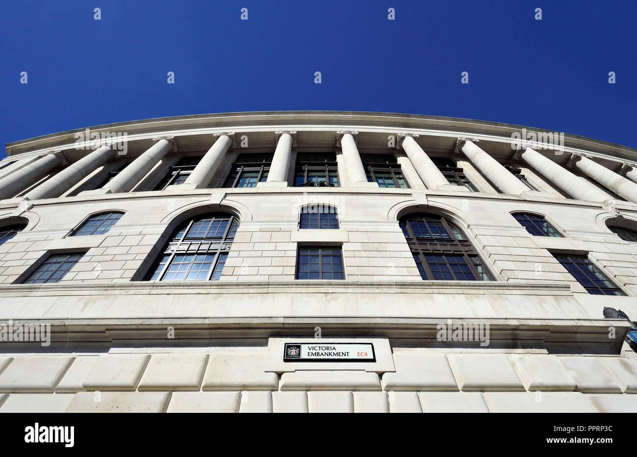 Unilever House (1933: Neoclassical Art Deco) at 100, Victoria Embankment. London, England, UK. - Stock Image