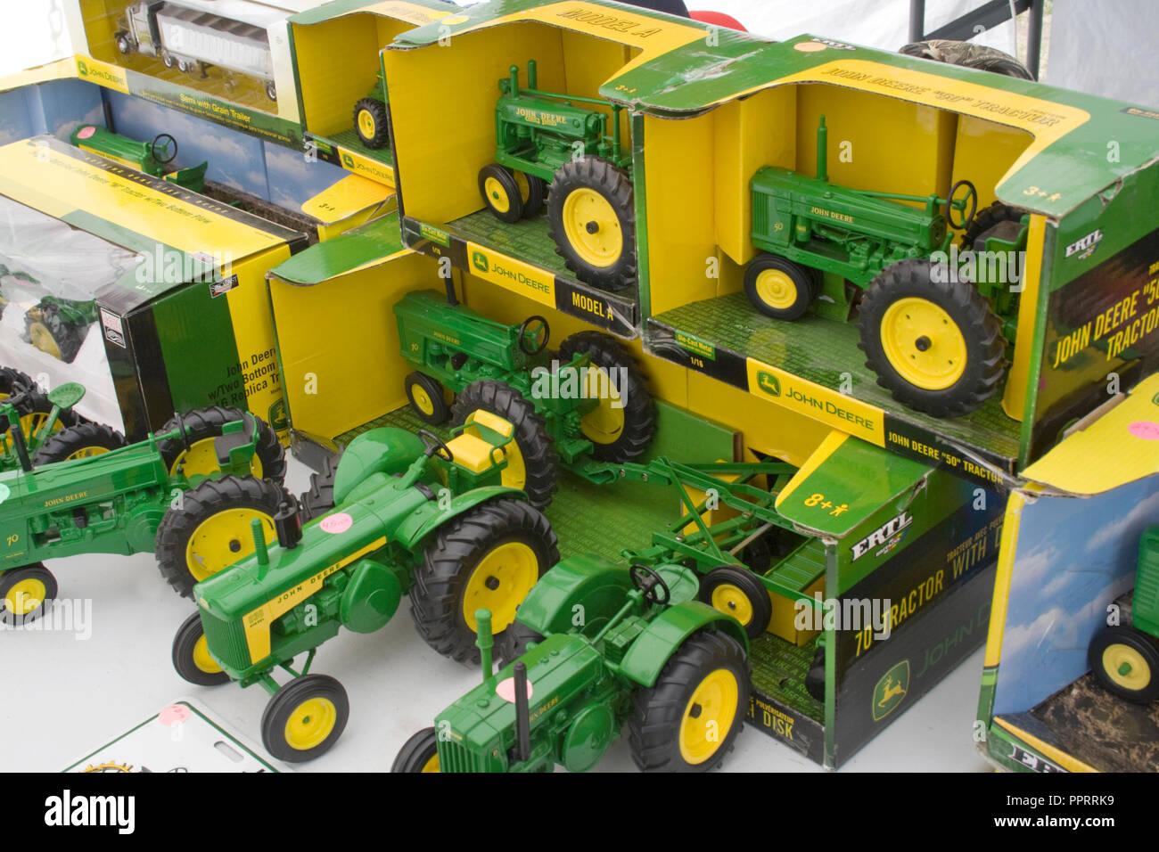 Toy Tractors For Sale >> Display Of Jon Deere Green Toy Tractors For Sale At The Battle Lake