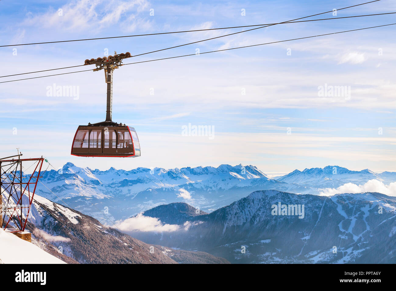 Cable Car and snow mountains panorama of French Alps near Chamonix, France. - Stock Image