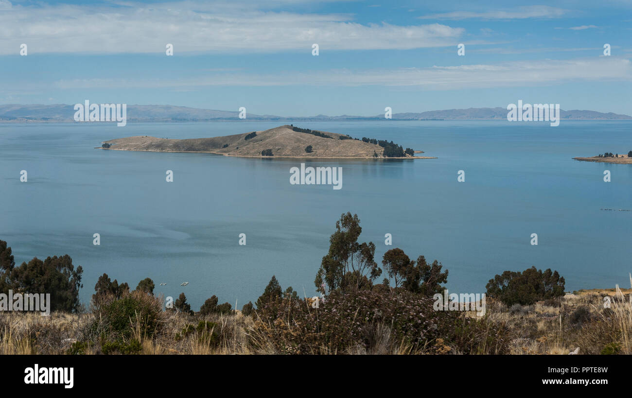 Along the road from San Pedro de Tiquina to Copacabana on the Titicaca lake, the largest highaltitude lake in the world (3808m) – Bolivia Stock Photo