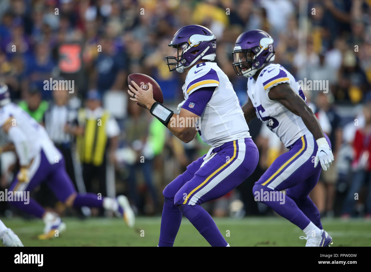 Los Angeles, CA, USA. 27th Sep, 2018. Minnesota Vikings quarterback Kirk Cousins (8) getting the snap during the NFL Minnesota Vikings vs Los Angeles Rams at the Los Angeles Memorial Coliseum in Los Angeles, Ca on September 27, 2018. Jevone Moore Credit: csm/Alamy Live News - Stock Image