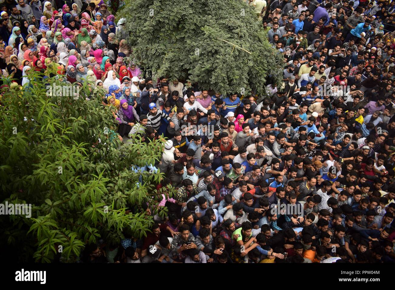 Pulwama, Kashmir, India. 27th Sep, 2018. Thousands of people participate in the funeral procession of slain rebel, Irfan Ahmad at his native village in Pulwama district of Indian-Administered-Kashmir on Thurday, September 27, 2018. Irfan Ahmad was killed in an encounter between rebels and Indian forces at Panzan Chadoora in Budgam district. Three rebels, two civilians and a police personnel were killed in two seperate gunfights and a search operation in Kashmir on Thursday. (Credit Image: © Sanna Irshad MattooZUMA Wire) Stock Photo