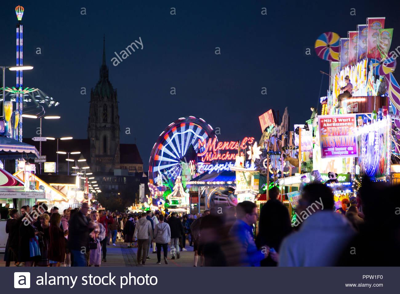 hustle and bustle, folk festival, oktoberfest, wiesn, 2018, munich, bavaria, germany - Stock Image