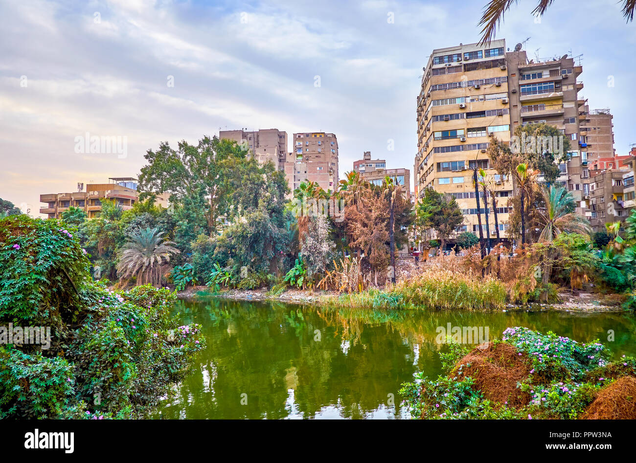 The residential district on Rawdah (Roda) island with decrepit buildings in Cairo, Egypt - Stock Image