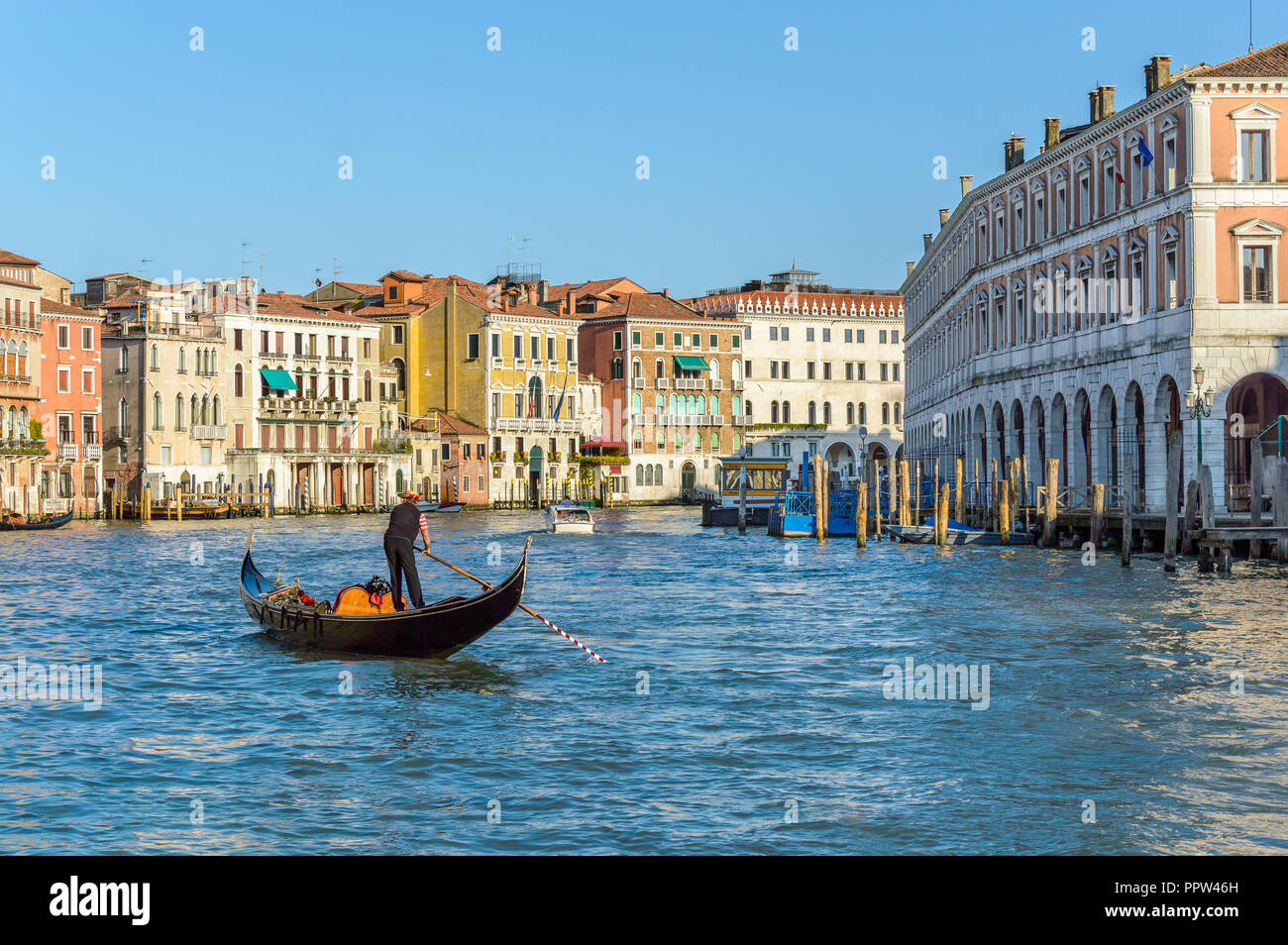 Venice, Italy: Beautiful view with a gondolier on Grand Canal near Rialto Fish Market Stock Photo