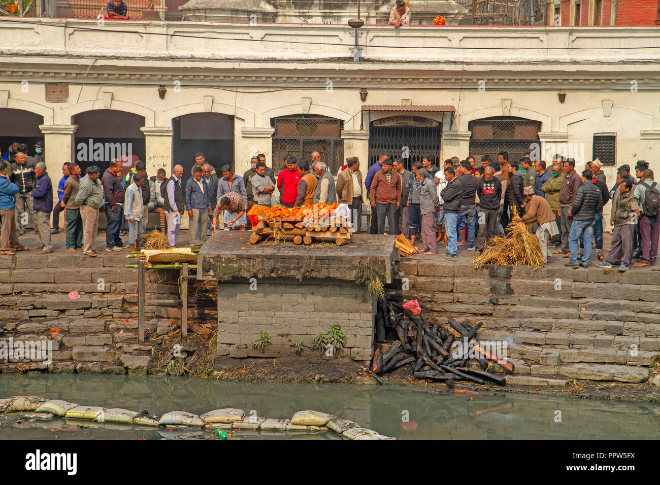 Funeral ghat at Pashupatinath Temple - Stock Image