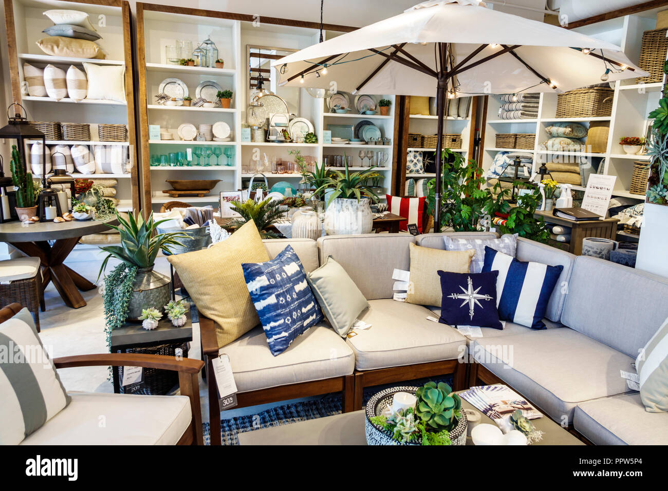 Prime Miami Beach Florida Lincoln Road Shopping Pottery Barn Download Free Architecture Designs Scobabritishbridgeorg