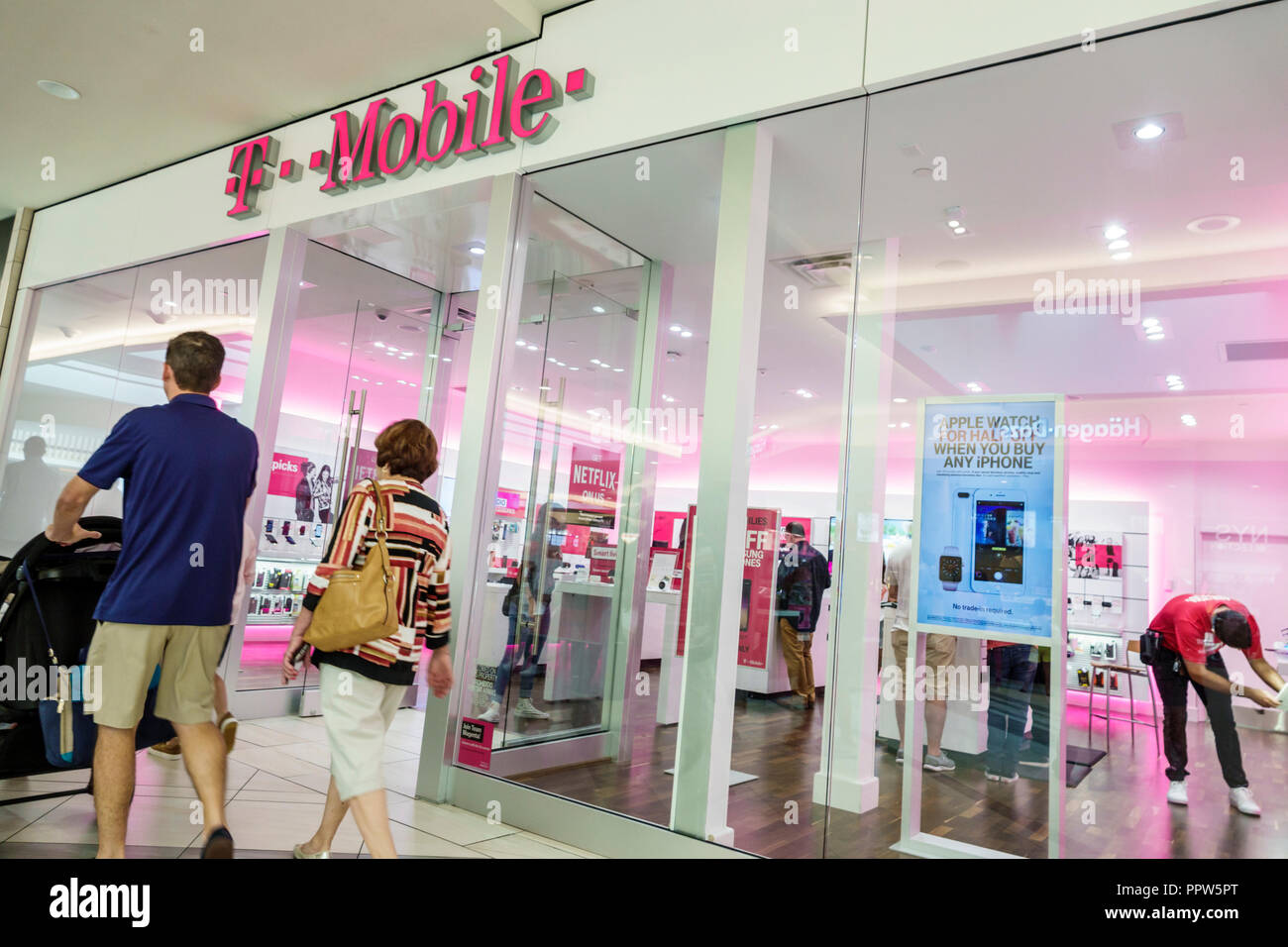 Miami Florida Kendall Dadeland Mall shopping T-Mobile store front entrance wireless network carrier business smartphones plans - Stock Image