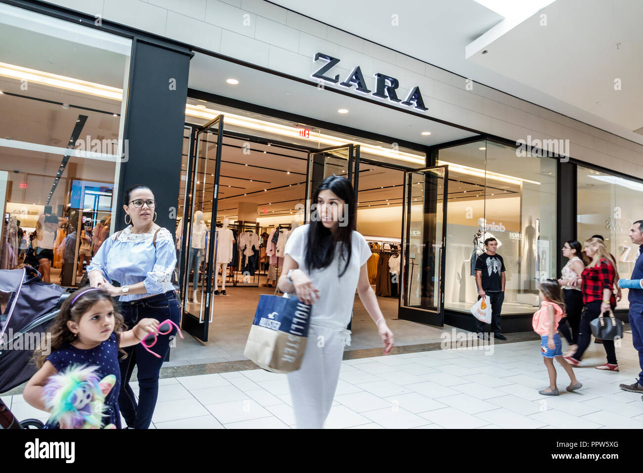 a0dbe91e Miami Florida Kendall Dadeland Mall shopping Zara women's clothing fashion  front entrance - Stock Image