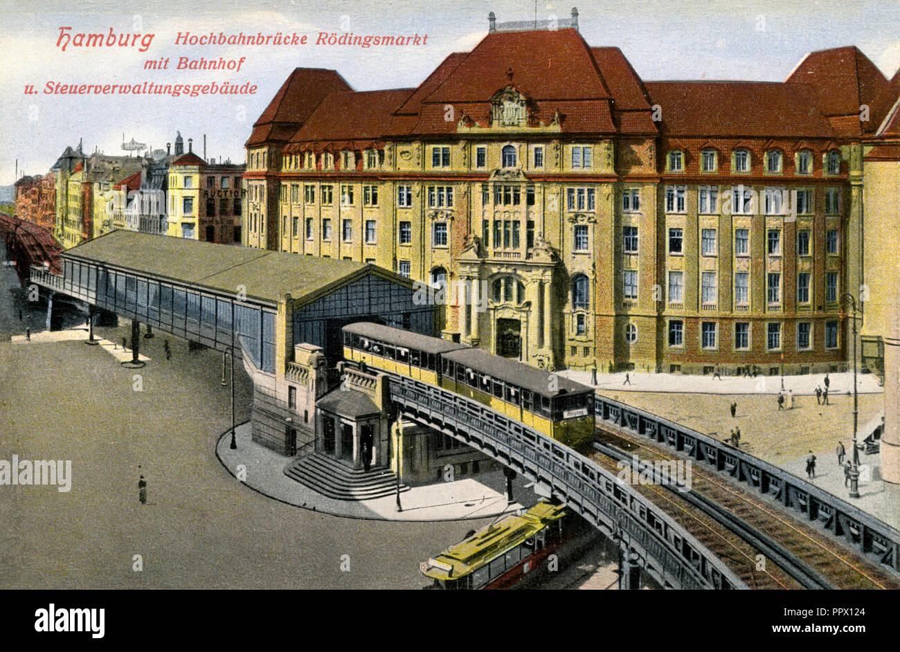 Hamburg: elevated railway bridge Rödingsmarkt with railway station and tax administration building, - Stock Image