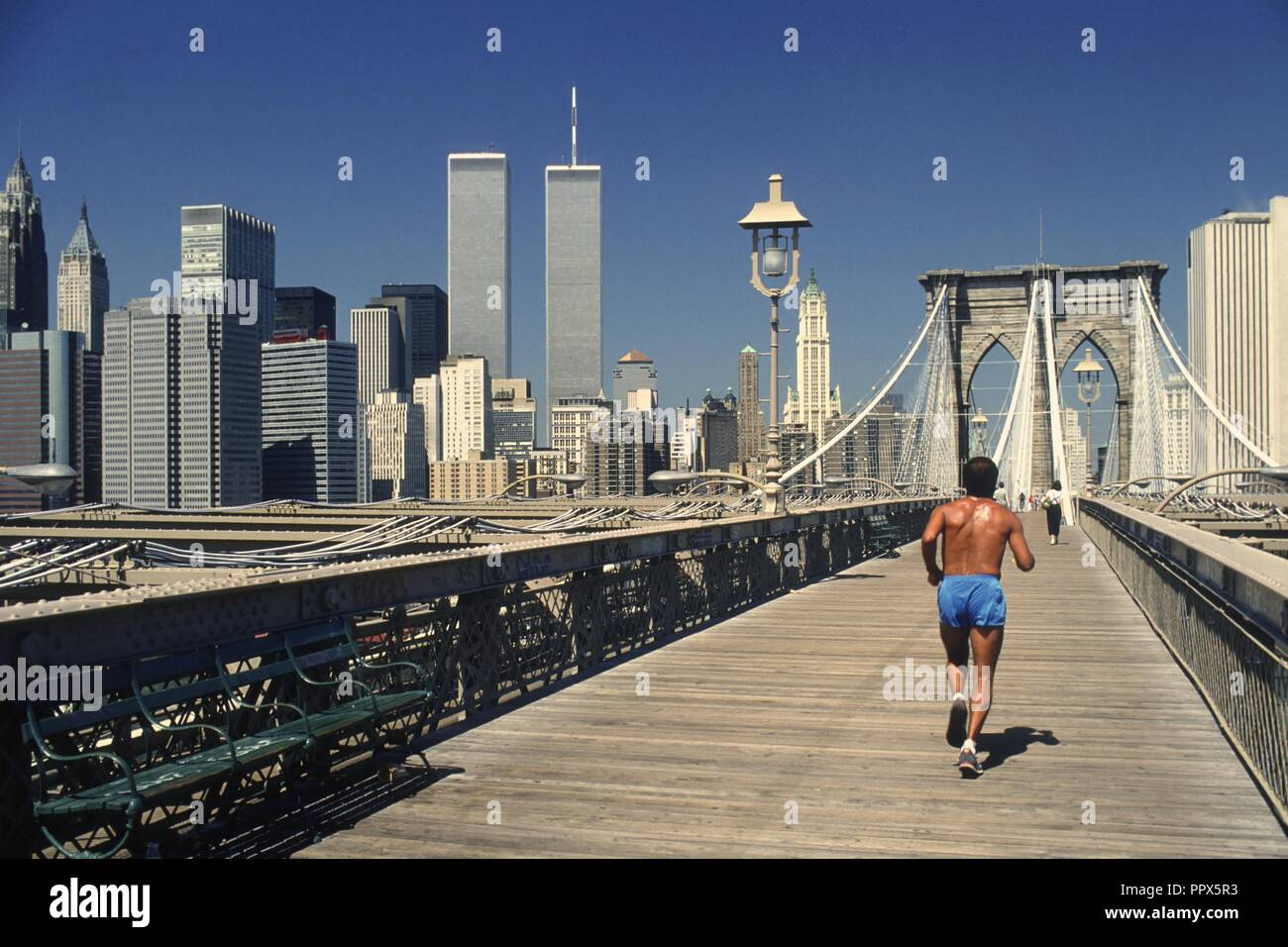 USA, New York city, Manhattan the Brooklyn Bridge with World Trade Center Twin Towers in 1985 - Stock Image