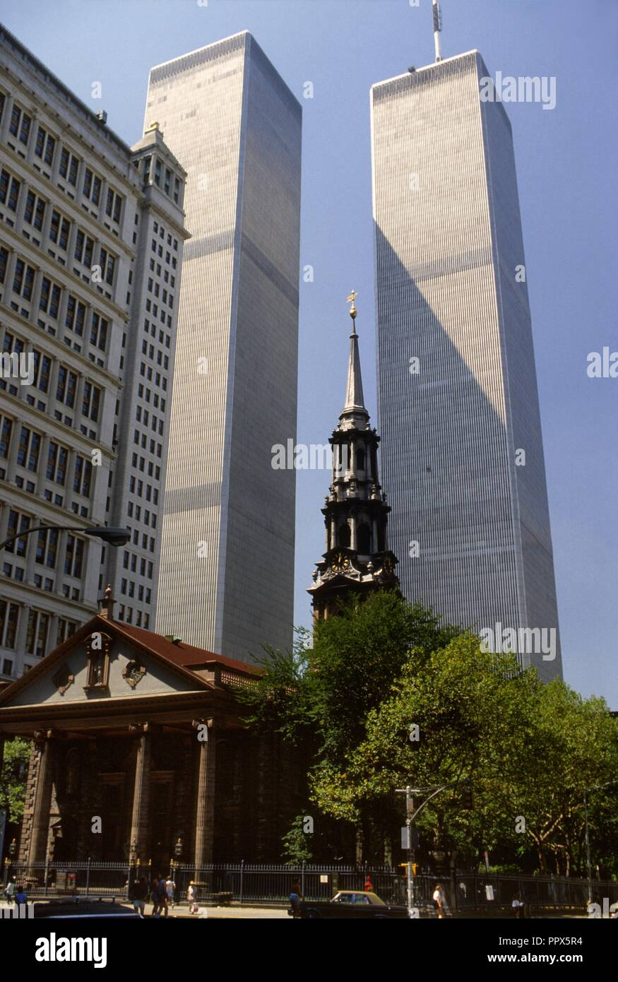 USA, New York city, Manhattan, the World Trade Center Twin Towers and St. Paul's Chapel in 1985 - Stock Image