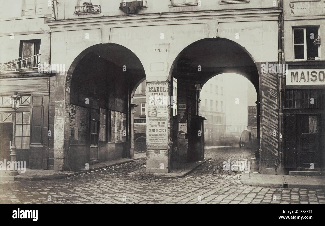 29 Rue De La Ferronnerie double doorway stock photos & double doorway stock images