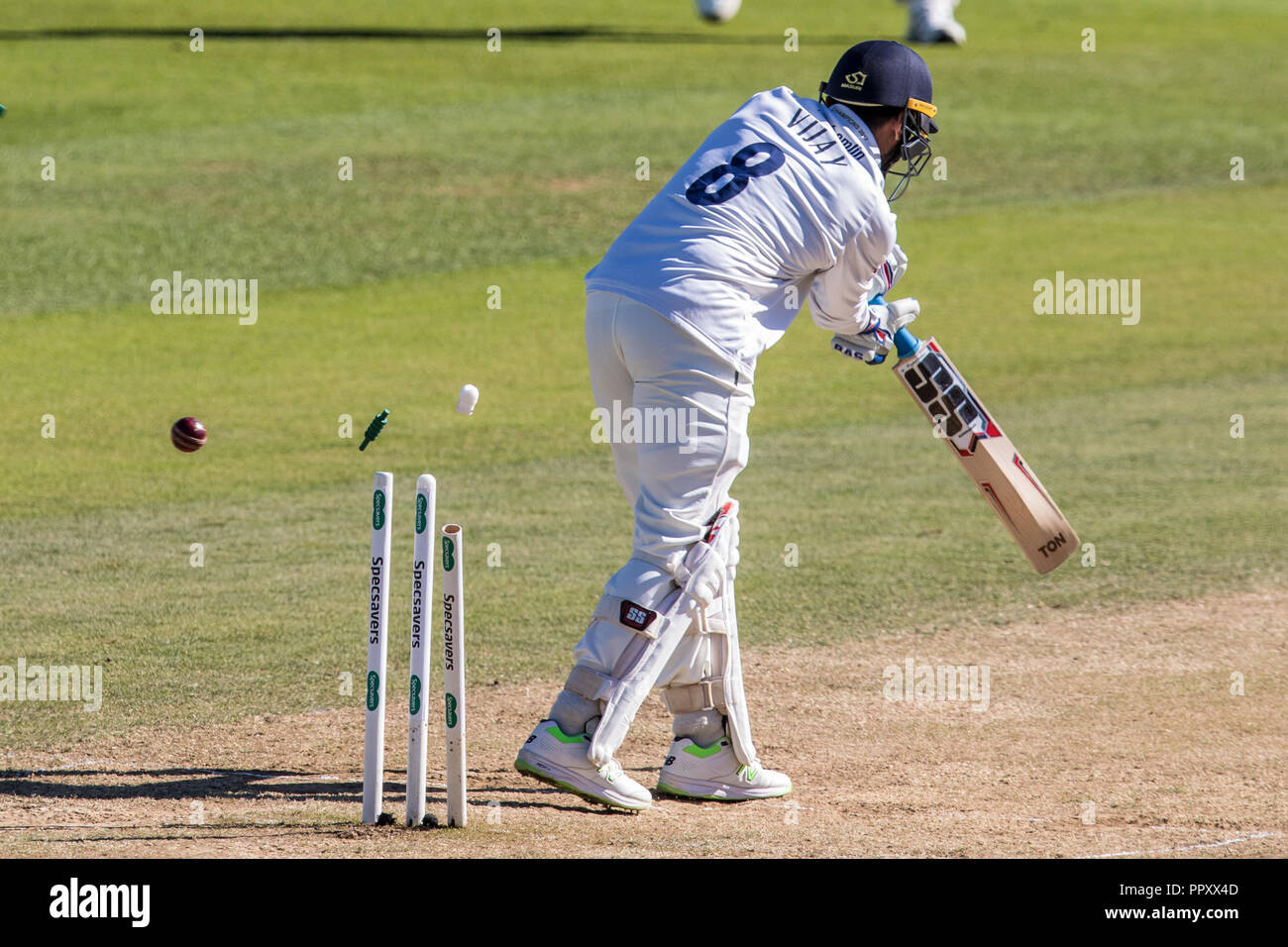 London, UK. 27 September 2018. ,Morne Morkel bowling for Surrey, gets the wicket of Murali Vijay on day four of the Specsavers County Championship game at the Oval. David Rowe/Alamy Live News. Stock Photo