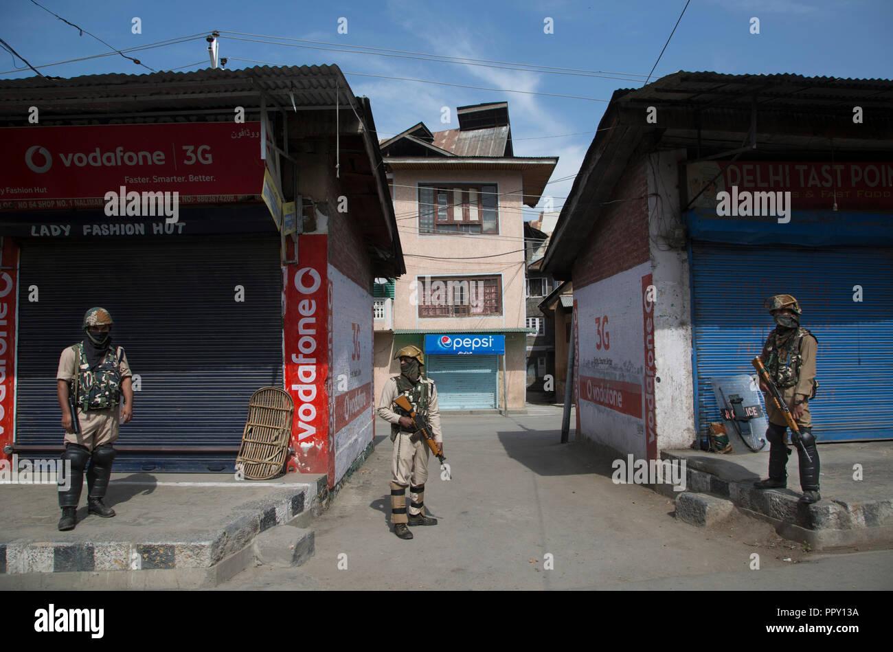 180928) -- SRINAGAR, Sept  28, 2018 (Xinhua) -- Indian
