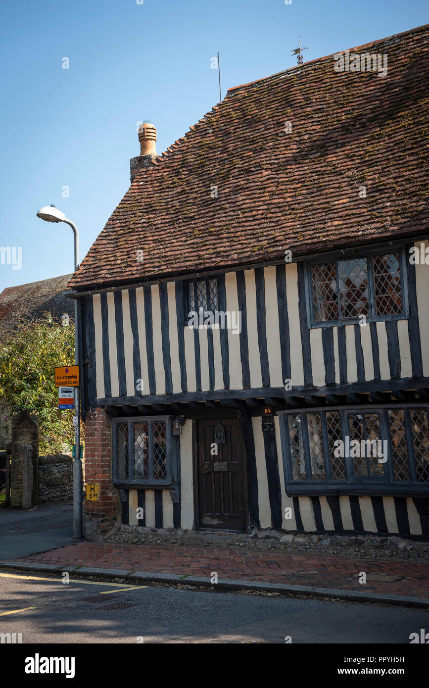 An old timber framed house in Pevensey, East Sussex, probably from the 1500s. - Stock Image