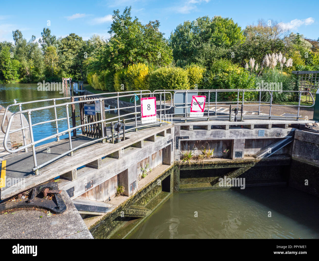 Lock Gates, Iffley Lock, River Thames, Oxford, Oxfordshire, England, UK, GB. Stock Photo