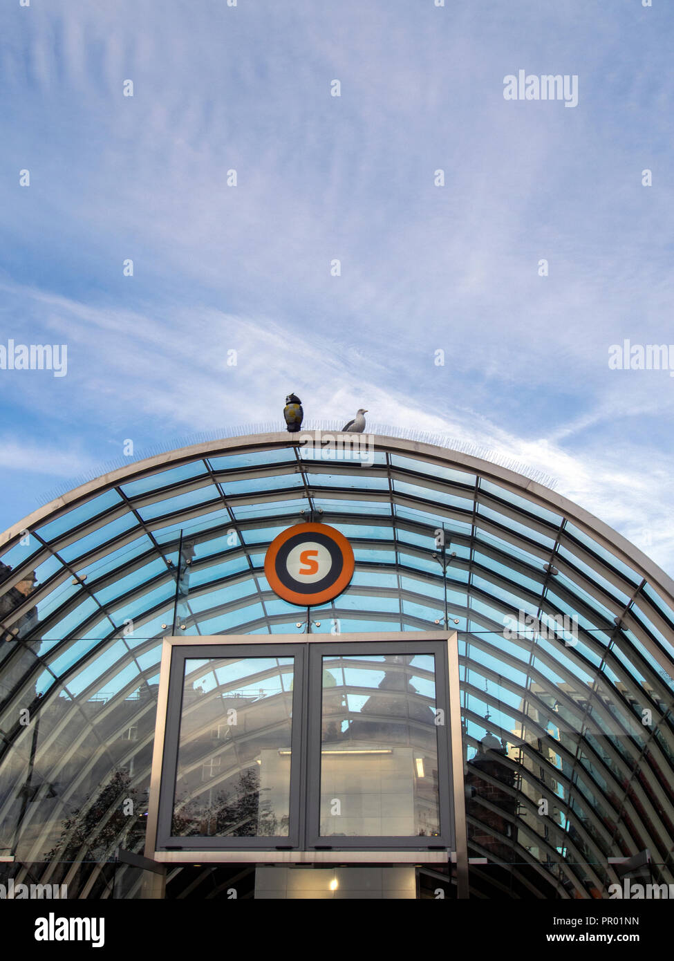 GLASGOW, SCOTLAND - SEPTEMBER 27th 2018: A wooden owl on top of St Enoch subway station entrance. - Stock Image