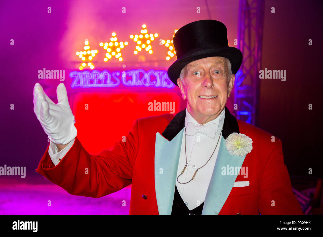 Norman Barrett, MBE, shown at Zippos Cirus. He is a veteran British circus ringmaster. (102) - Stock Image