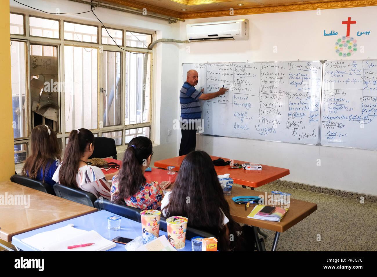 Mathematics lessons in a christian 'catch up classes' in Bashiqua, northern Iraq Kurdistan   ---   Unterricht in einer 'catch up classes' im Ort Bashiqua, Irak Kurdistan - Stock Image