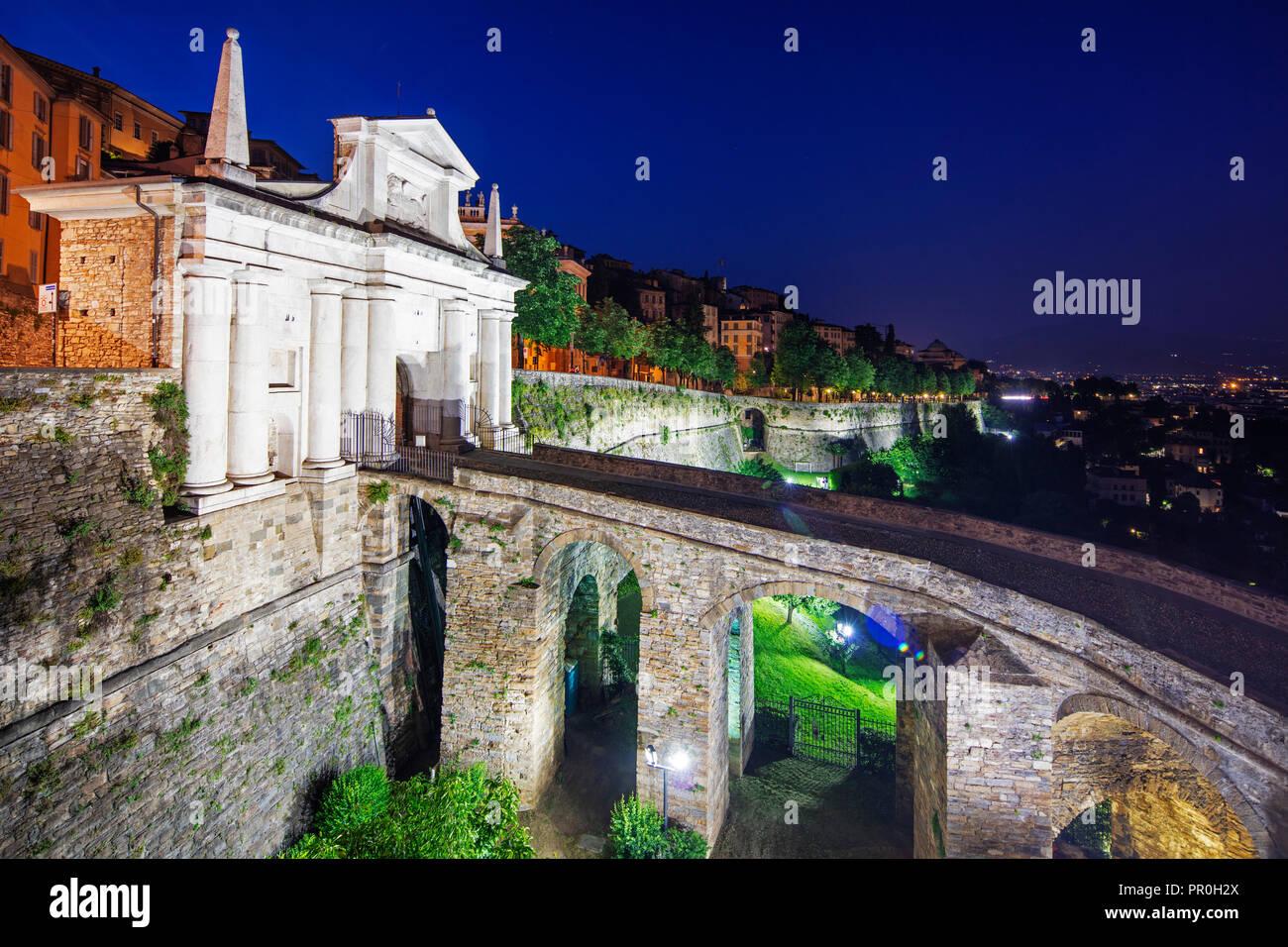 Porta San Giacomo, Upper Town (Citta Alta), Bermago, Lombardy, Italy, Europe - Stock Image