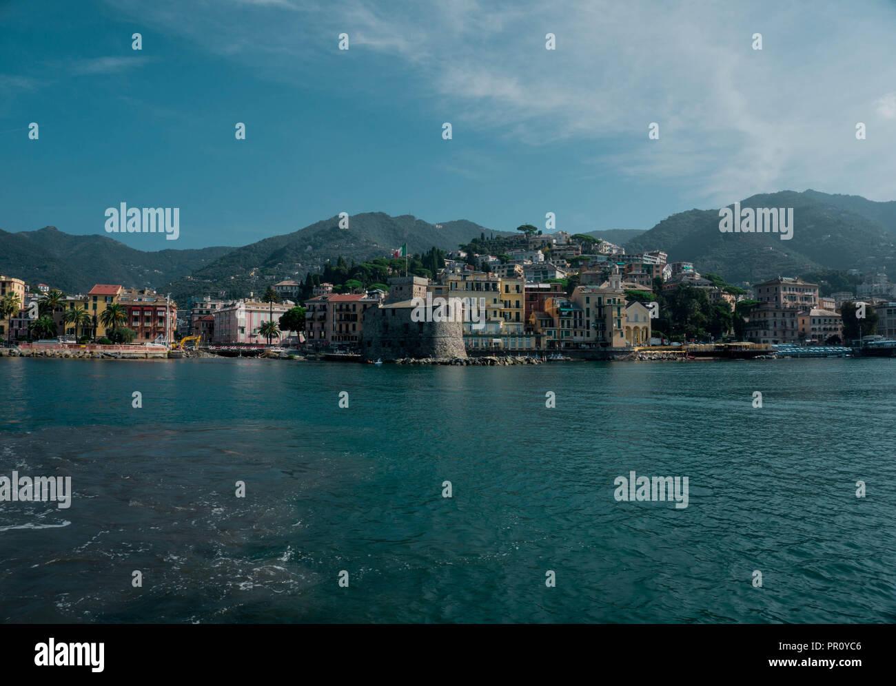 Der wunderschöne Hafen der Stadt Rapello bei Portofino Stock Photo