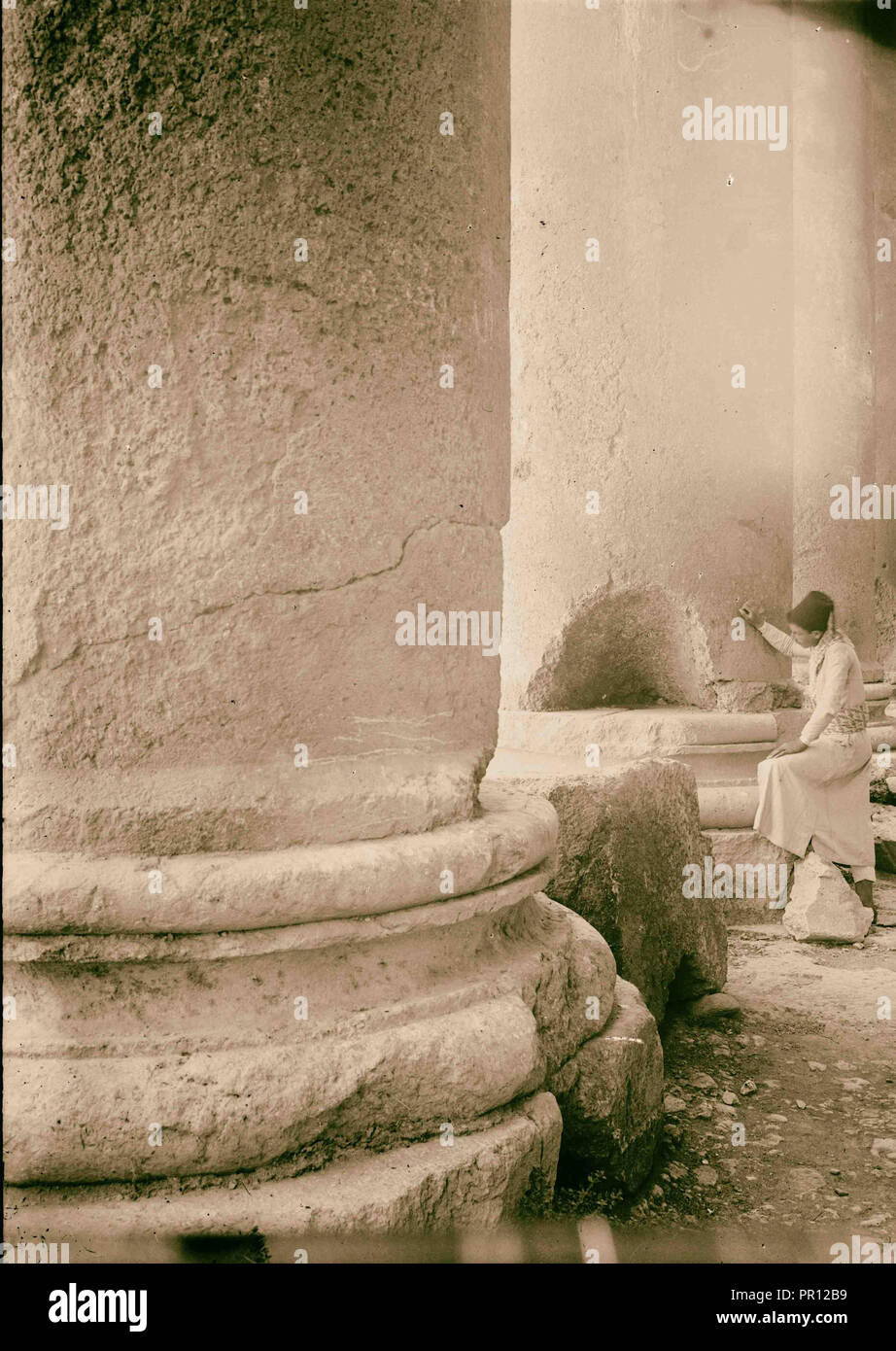 Baalbek. Incisions in bases of columns to obtain lead. 1900, Lebanon, Baʻlabakk, BaʻLabakk - Stock Image