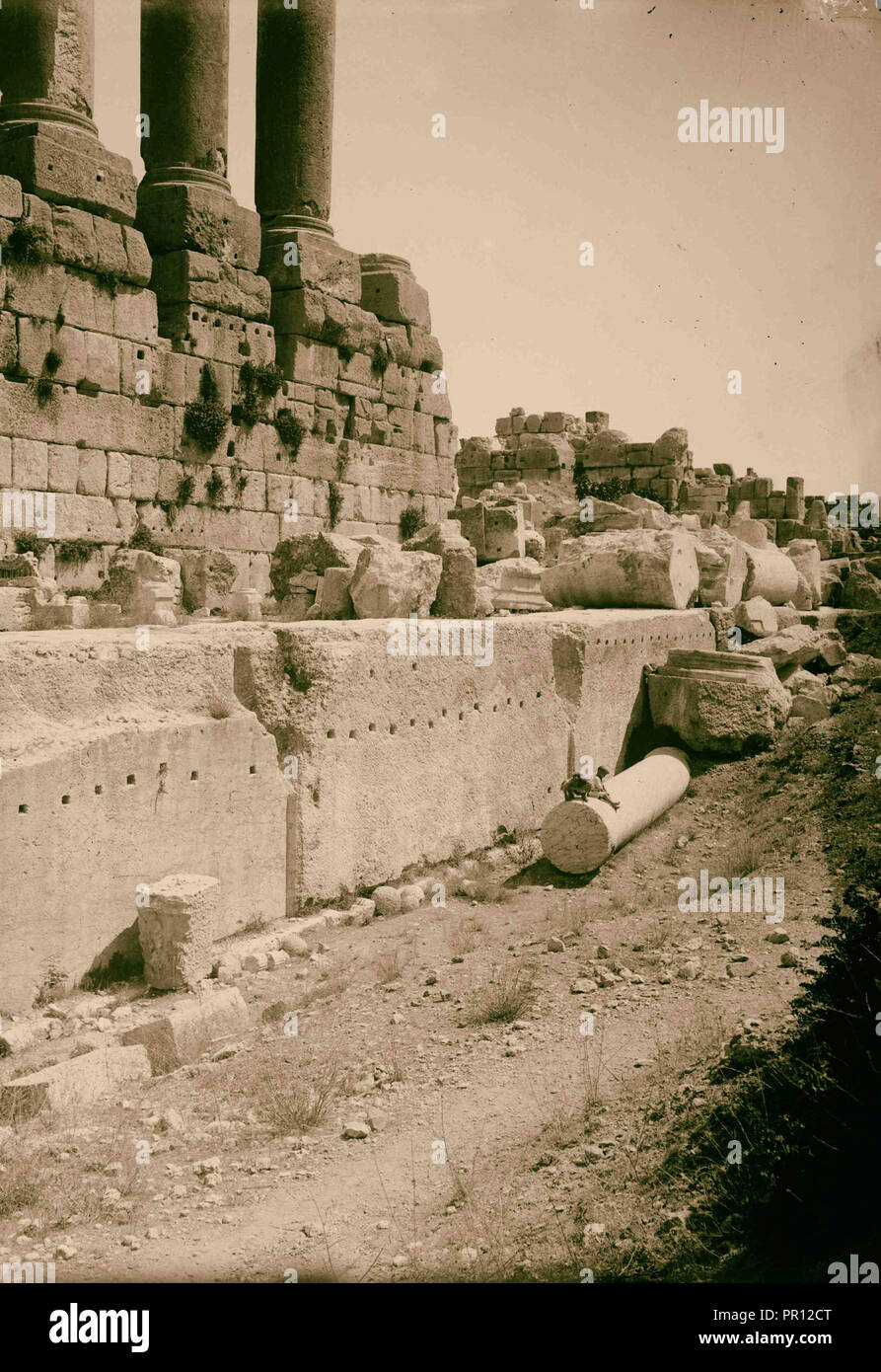 Baalbek. Temple of the sun. Immense stones in foundation of the great temple. 1900, Lebanon, Baʻlabakk, BaʻLabakk - Stock Image