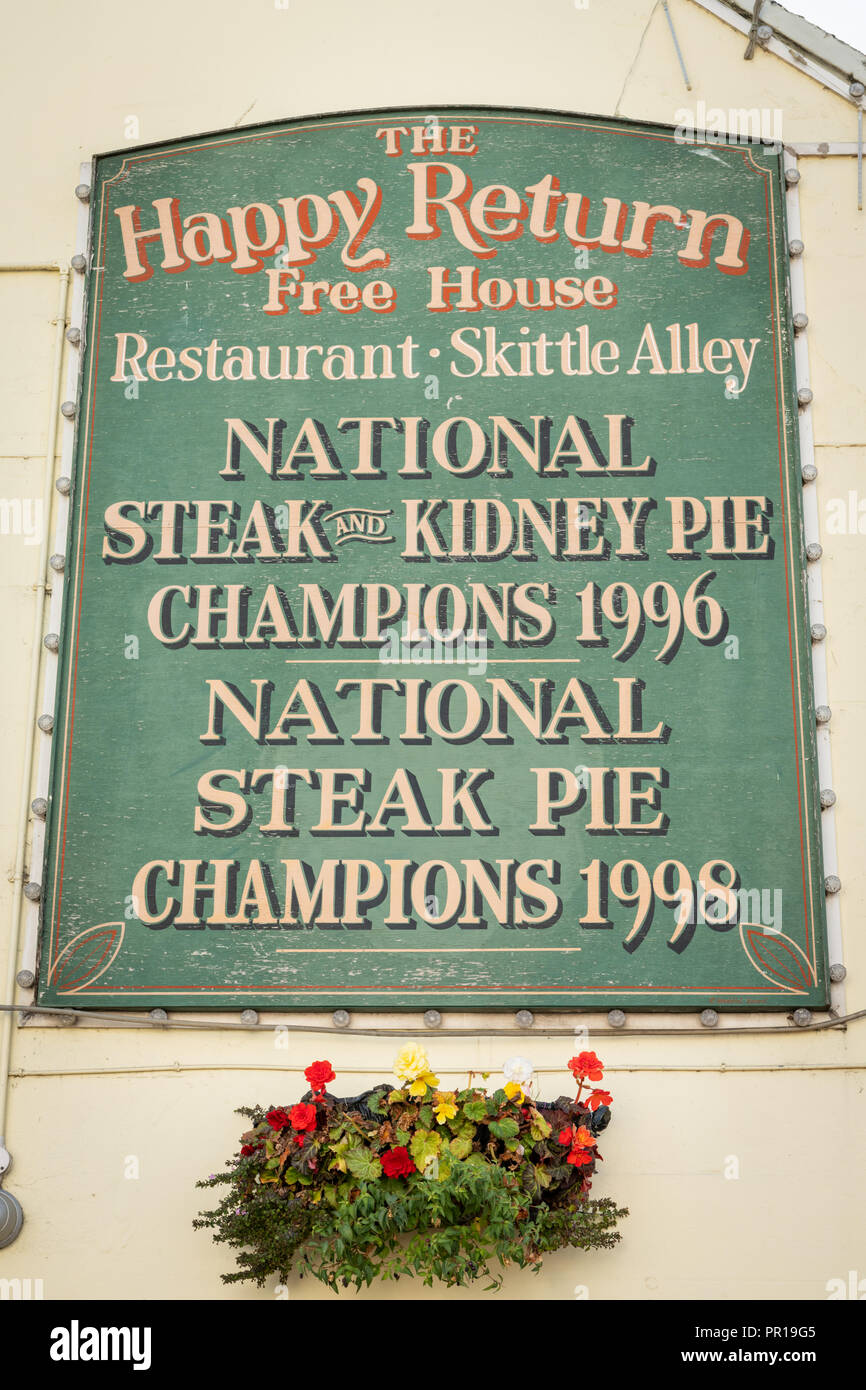 ATHe Gappy Return pub sign in Chard Somerset UK boasting winning the national steak and kidney pie championships in 1996 and natiojal steak pie champi - Stock Image