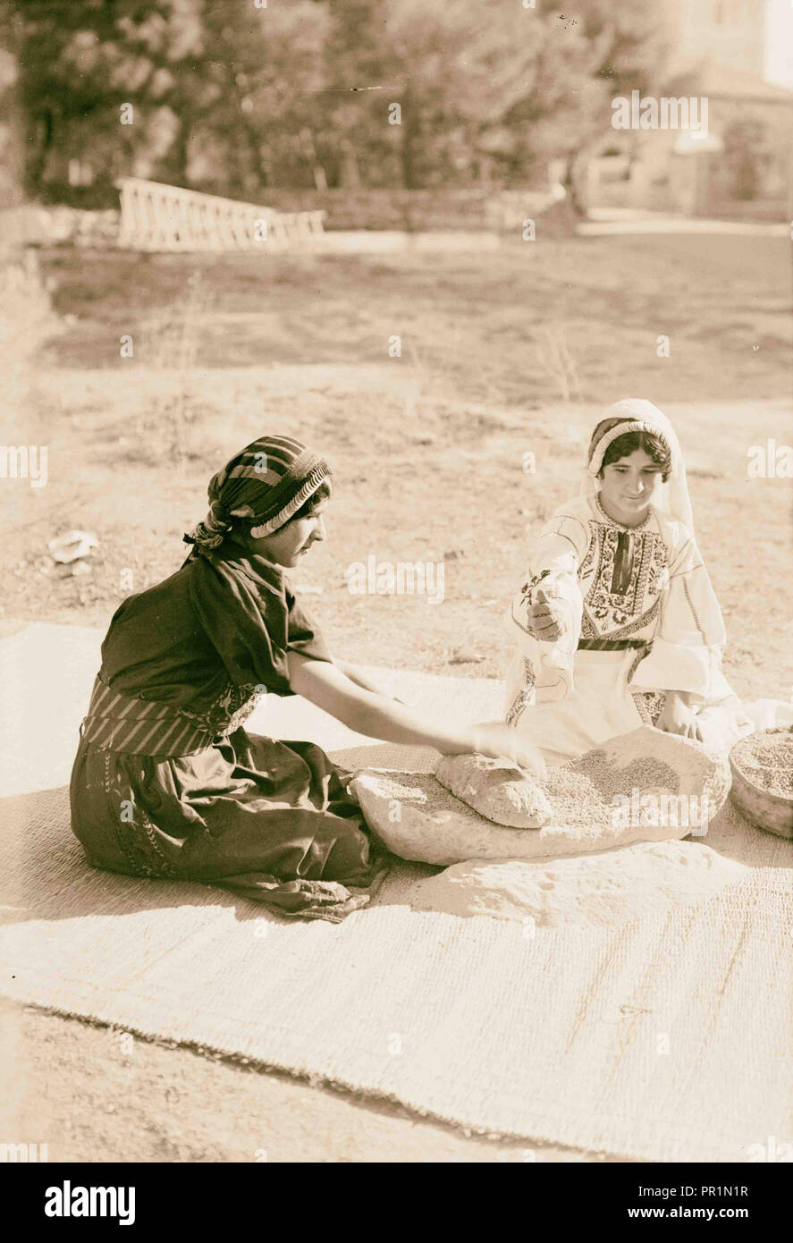Arab women working primitive grain mill 1900, Middle East, Israel and/or Palestine - Stock Image
