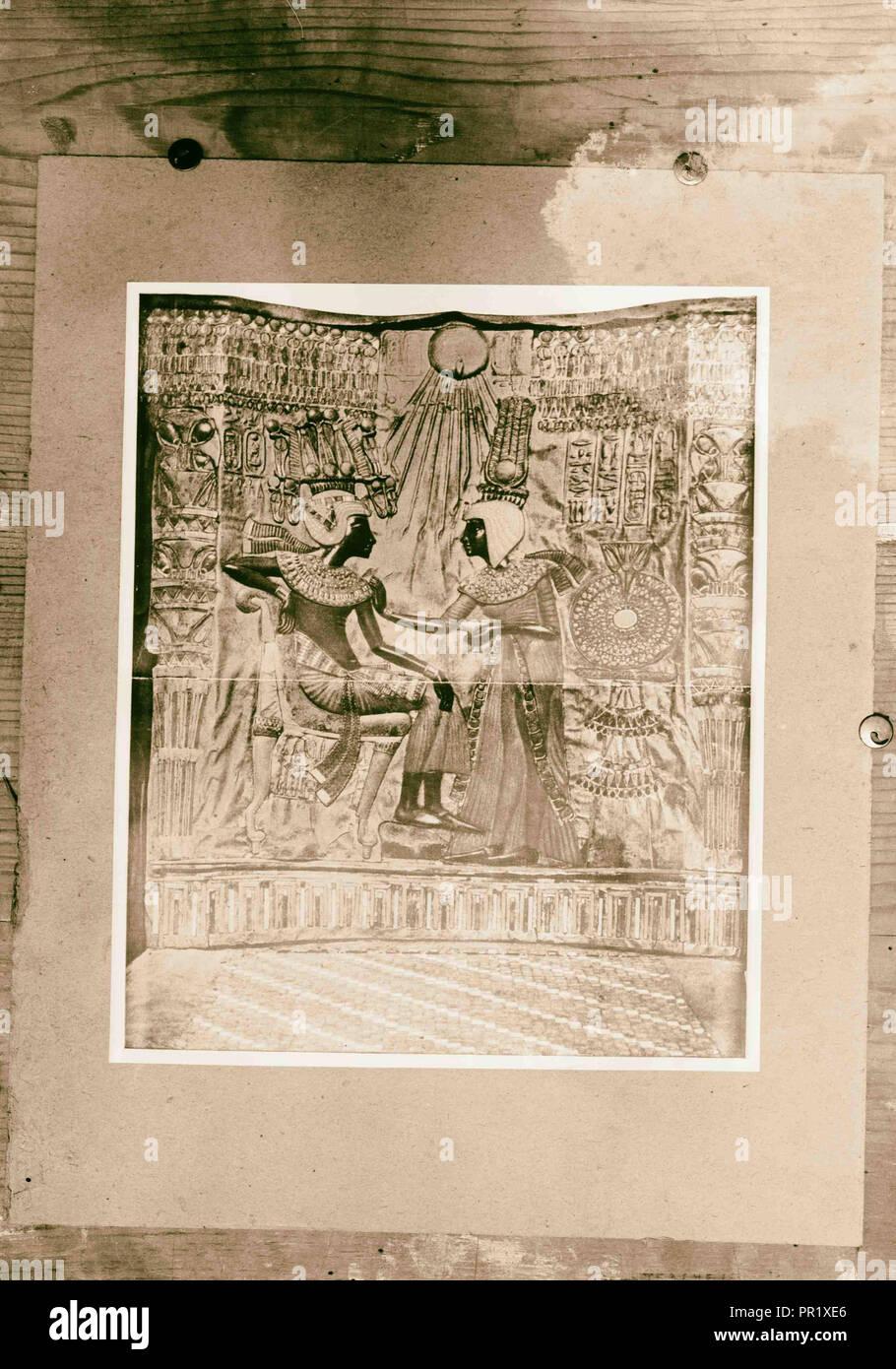 Items from Tutenchamun's [i.e., Tutankhamen's] tomb. Copies. 1922, Egypt - Stock Image