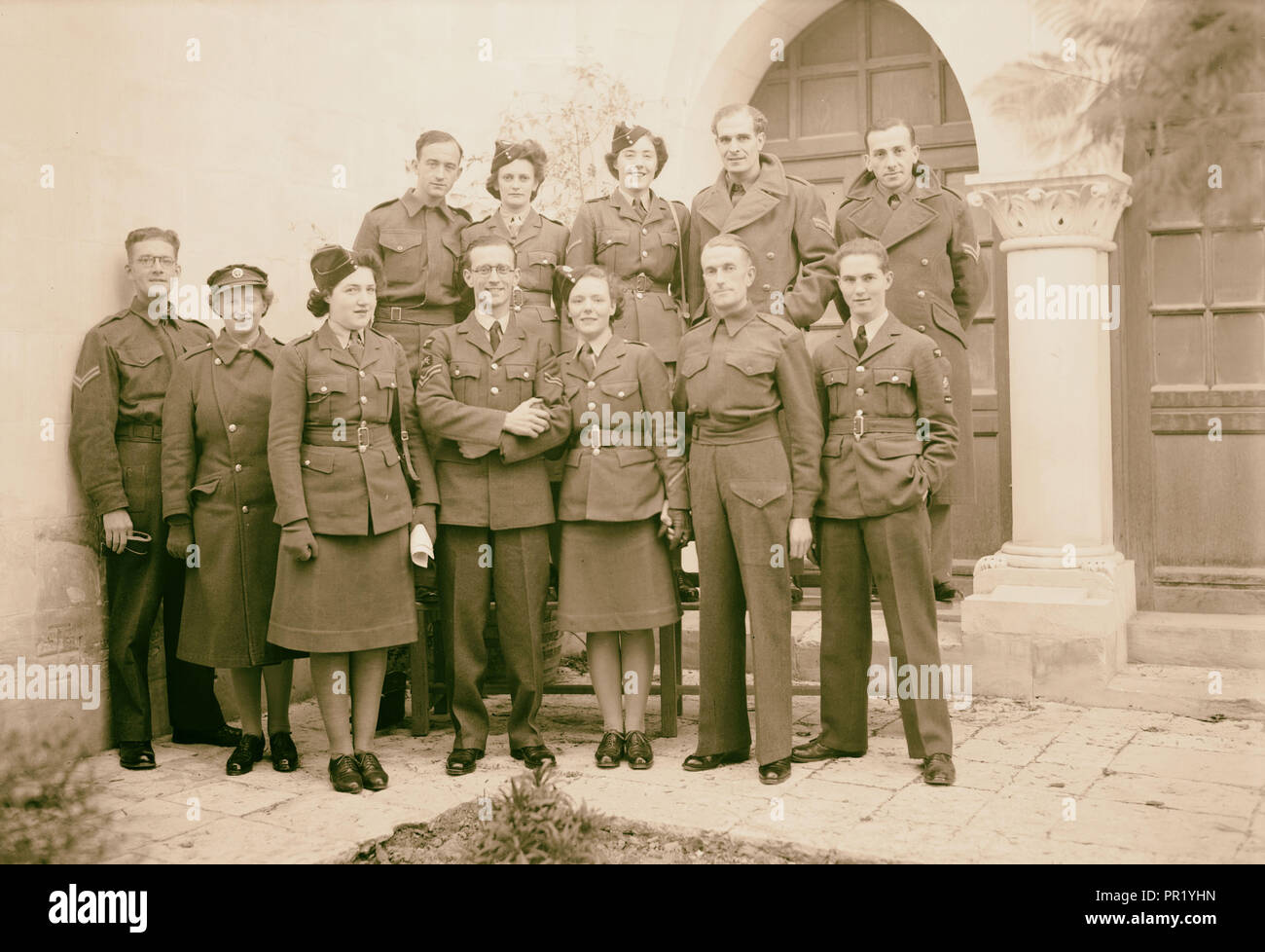 Large group of bride, groom & friends. 1940, Middle East, Israel and/or Palestine - Stock Image