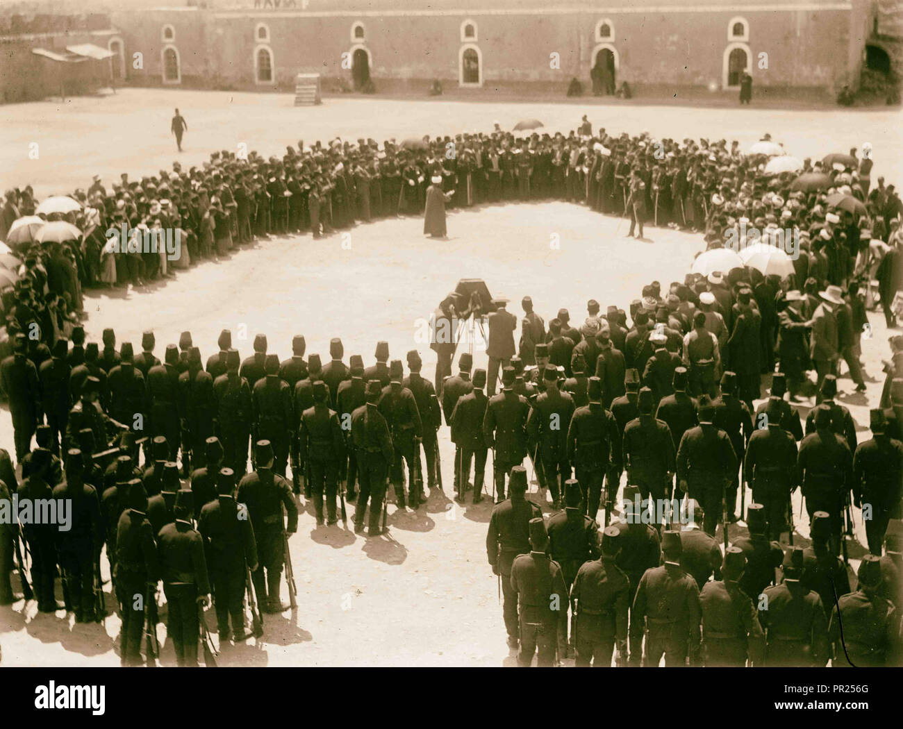 Turkish military WWI. Man being photographed in a circle of people with Turkish army. 1914 - Stock Image
