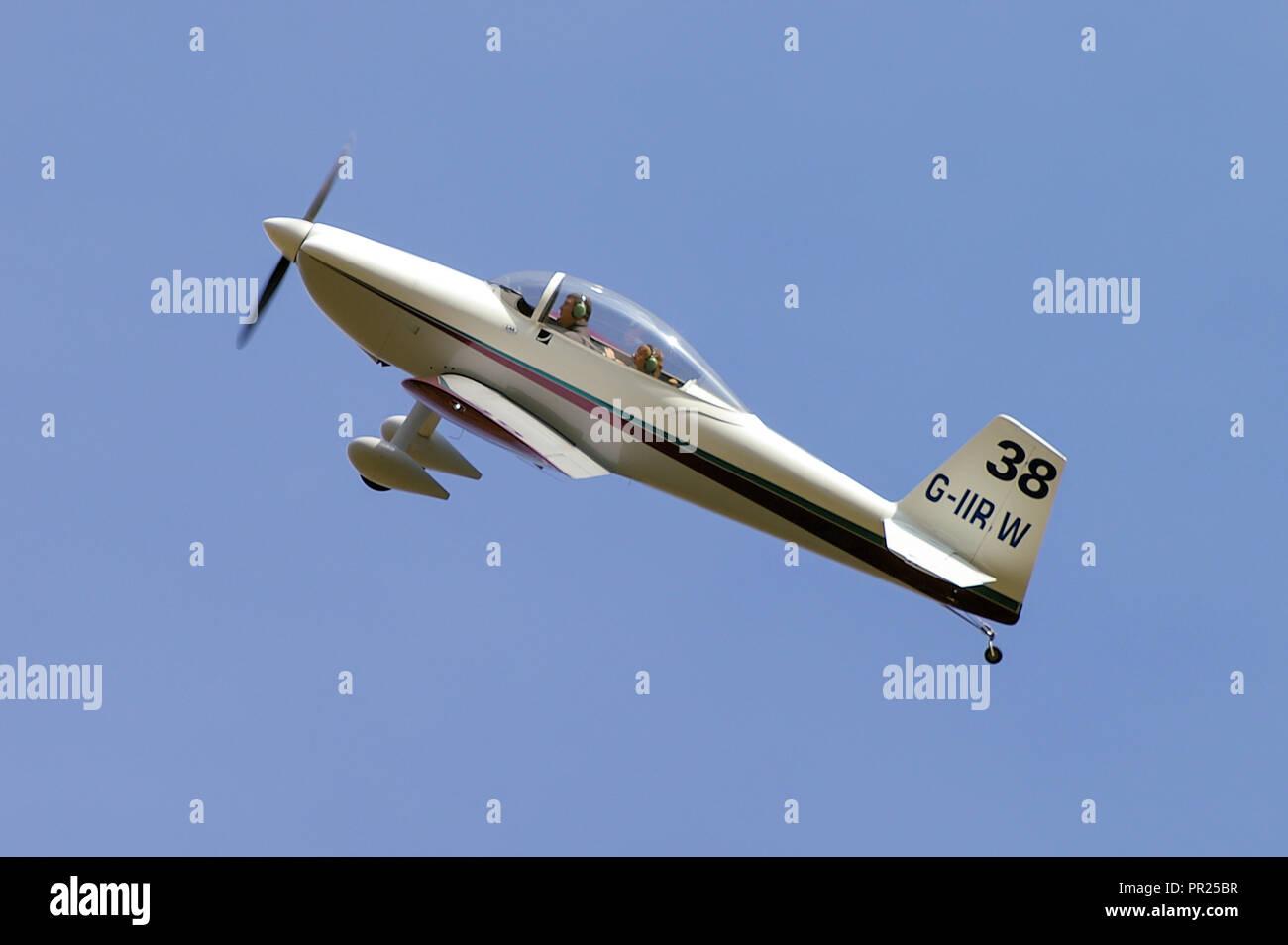Sturgis Vans RV-8 G-IIRW 'Race 38' turning a corner at an air race at Sywell Aerodrome. Royal Aero Club RAeC Air Race. Cornering. Racing. Blue sky - Stock Image