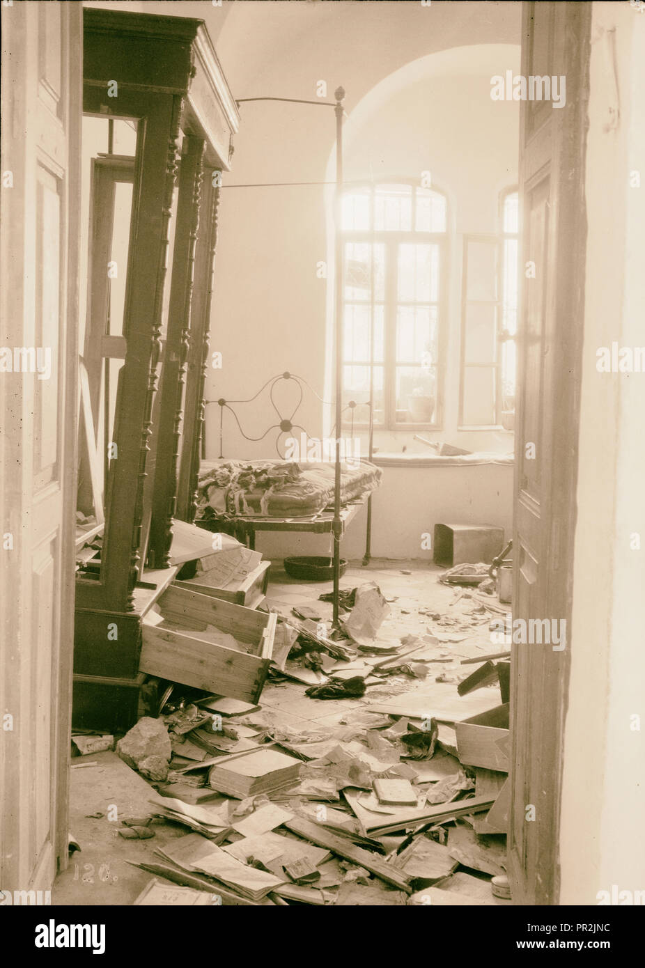 Palestine events. The 1929 riots, August 23 to 31. Jewish home plundered by Arab rioters in Hebron. Floor covered with wreckage Stock Photo
