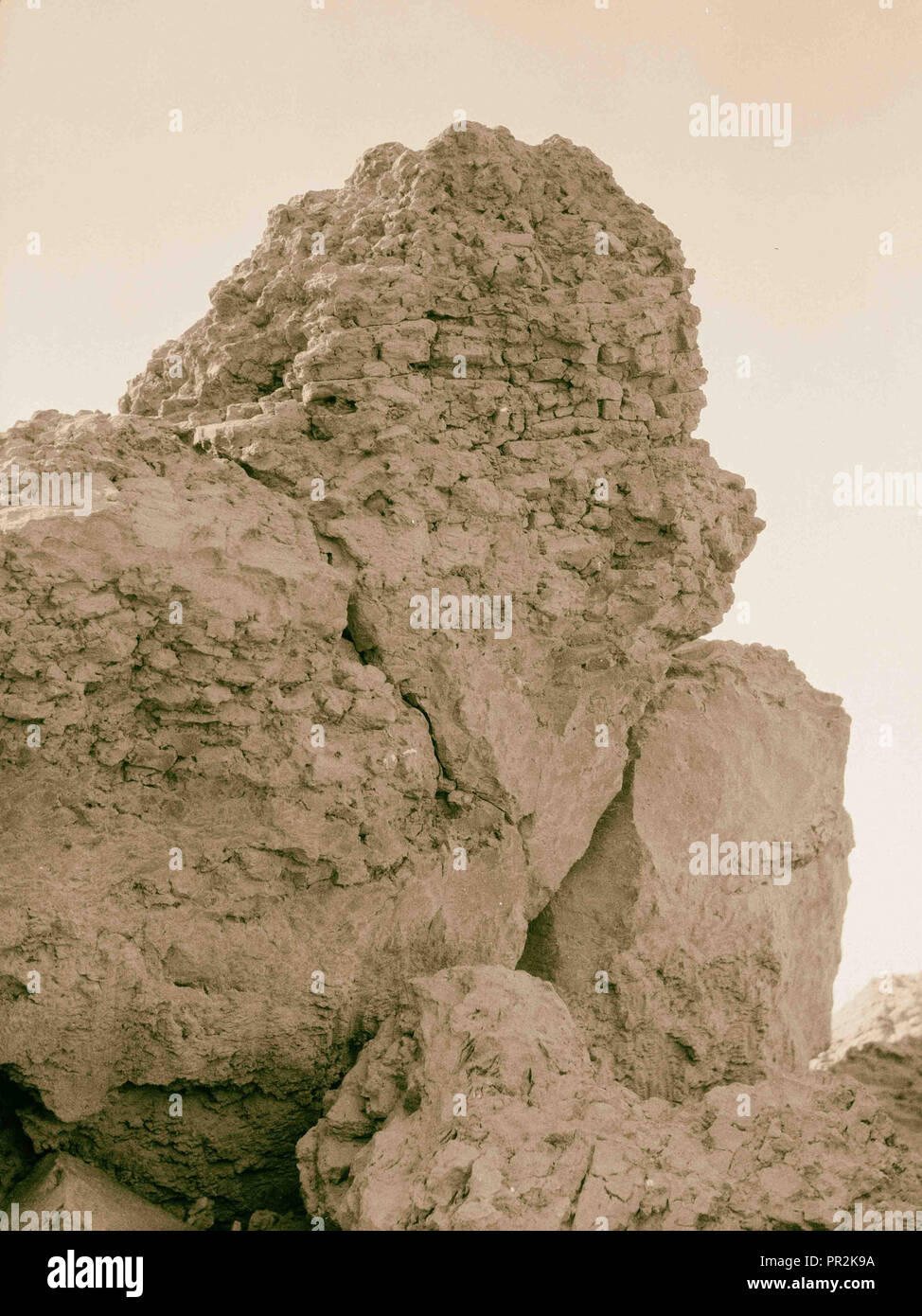 Iraq. Birs Nimrud. (Possibly the Tower of Babel). Mysterious fused or vitrified bricks. Section close up. 1932, Iraq, Borsippa - Stock Image