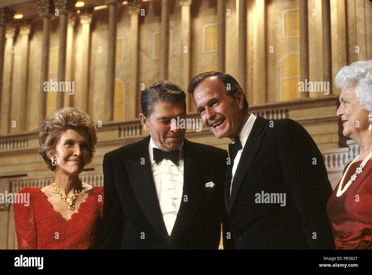 President Ronald Reagan and First Lady Nancy Reagan at a dinner in Washington where President Reagan endorses Vice President George HW Bush for president.  Photograph by Dennis Brack bb24 - Stock Image