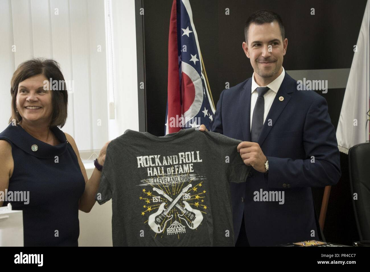 South Euclid, Ohio Mayor Georgine Welo (left) presents a Rock and Roll Hall of Fame T-shirt to Kraljevo, Serbia Mayor Predrag Terzić during the signing of a memorandum of understanding between the two newly paired sister cities, Sept. 7, 2018. Kraljevo and South Euclid are becoming partners through Sister Cities International, a sociopolitical extension of the Department of Defense State Partnership Program pairing of Ohio and Serbia. (Ohio National Guard - Stock Image