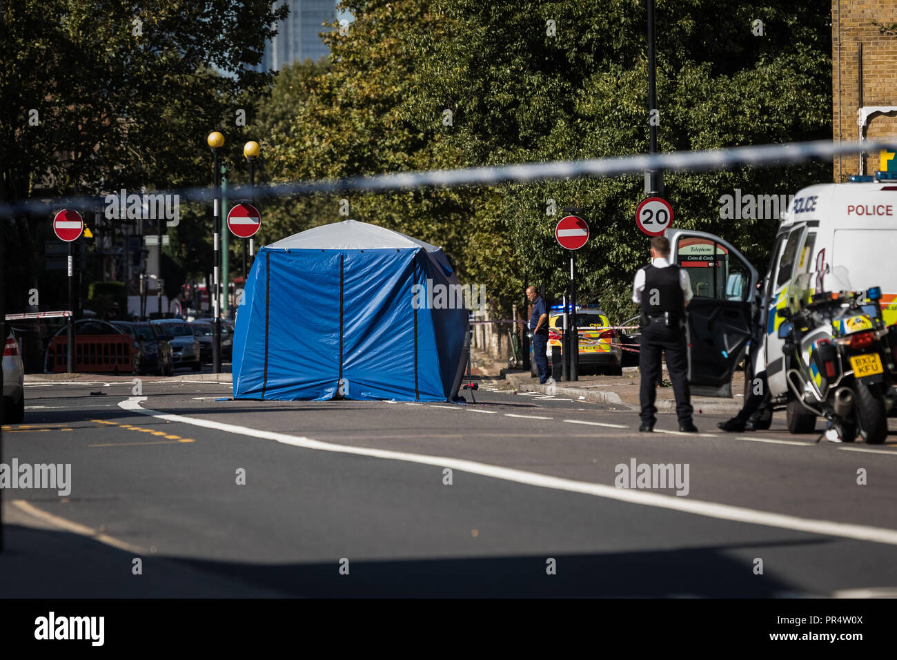 London, UK. 29th Sept, 2018. Cyclist fatality in Deptford. Credit: Guy Corbishley/Alamy Live News - Stock Image