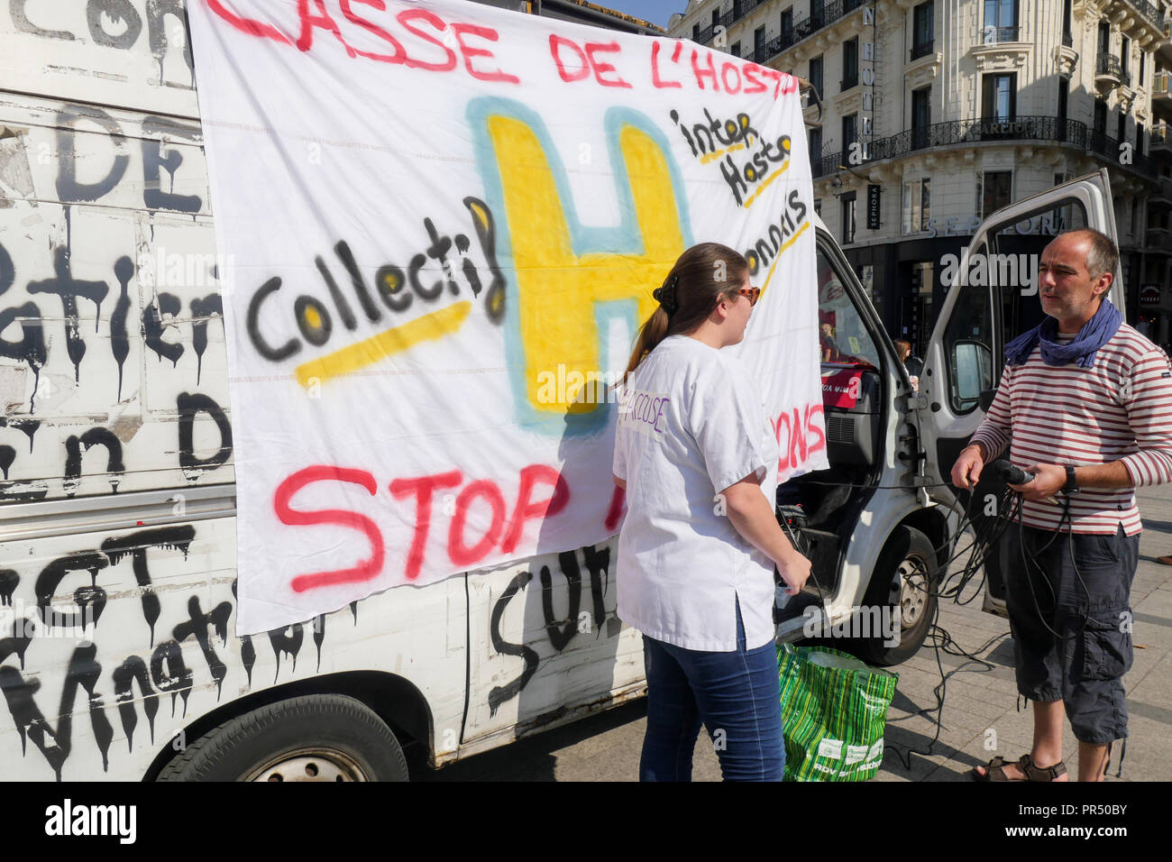 Lyon, France, September 29th, 2018: Called by H (for Hospital) collective, nursing personnel are seen in Lyon (Central-Eastern France) on september 29, 2018, as they take part to a happening organized at Republic square to  protest against disastrous condidered conditions of work in the public hospitals and claim against Prseident Macron and Health Minister Agnes Buzyn policy. On this occasion and to senstize passers by, several corpse bags were thrown into the water of Republic foutain, as a symbol of Public Health Service wreckage. Credit Photo: Serge Mouraret/Alamy Live News Stock Photo