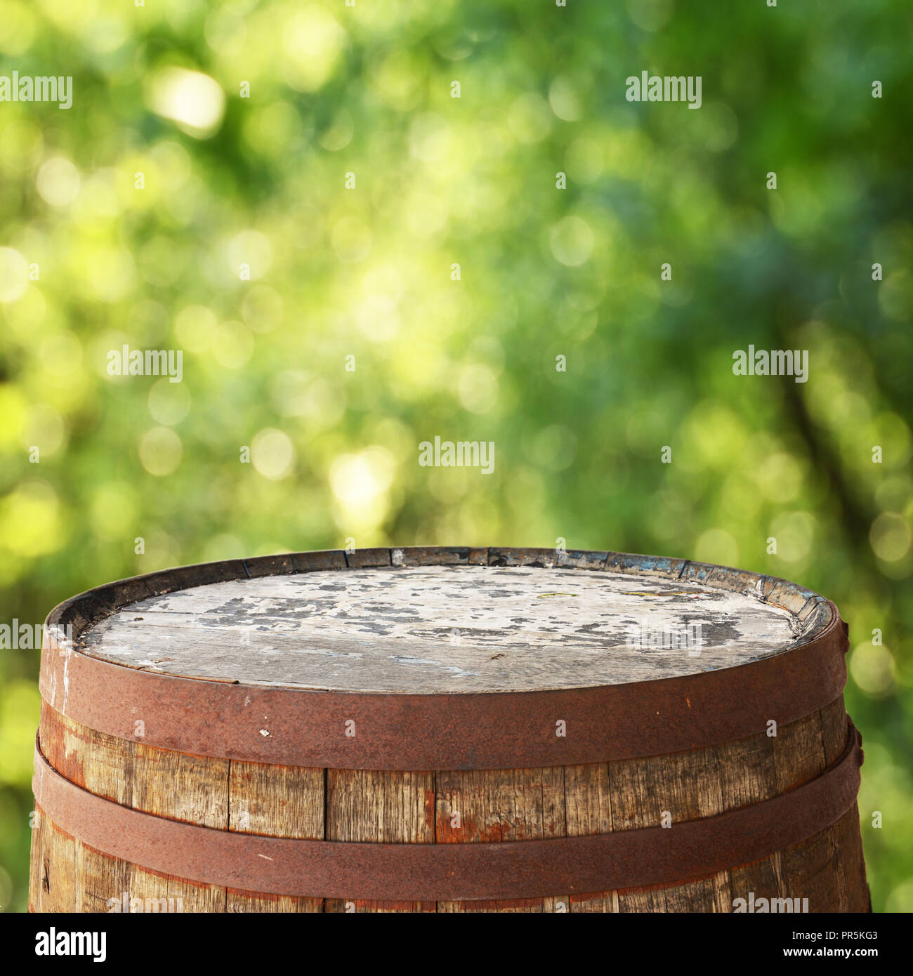 Barrel top for display montages - Stock Image