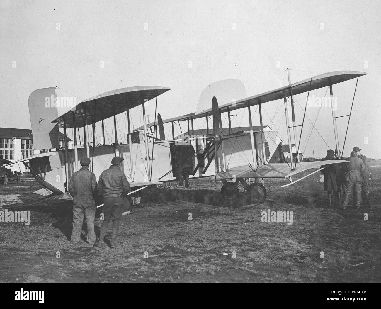 1918-1919  New tandem plane makes initial flight at Mineola. The new plane is one of the style of the regular twin motor pusher with an additional set of wings attached to the end of the fuselage - Stock Image